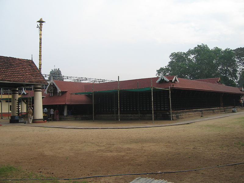 800px-Ernakulam_Shiva_Temple_Front