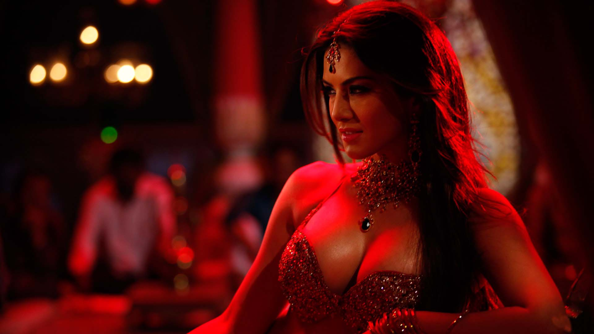 sunny-leone-hot-in-Shootout-at-Wadala-Movie-Wallpapers